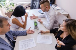 Difference Between a Divorce Lawyer and a Mediator